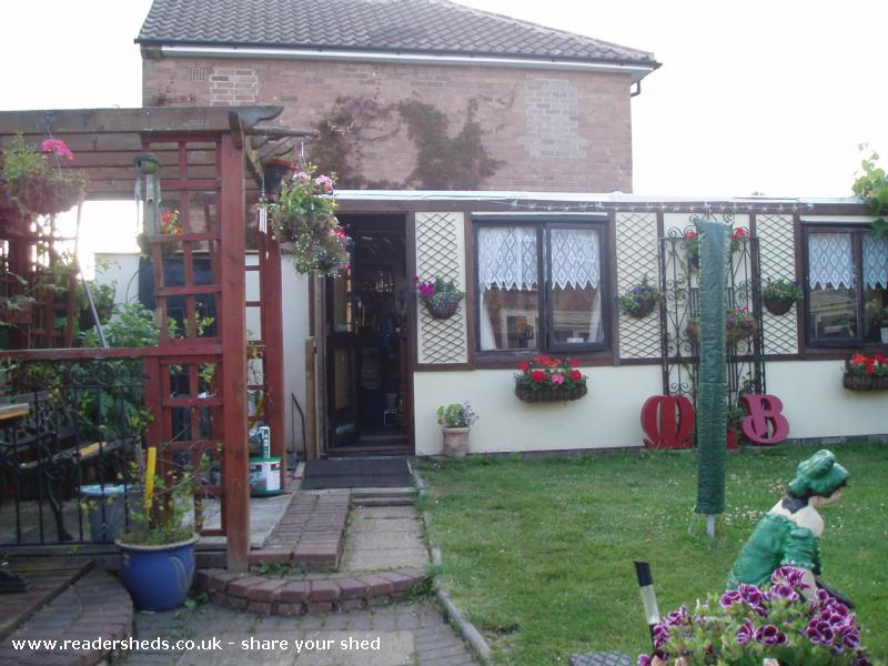 Photo of poppas bar, entry to Shed of the year-front view