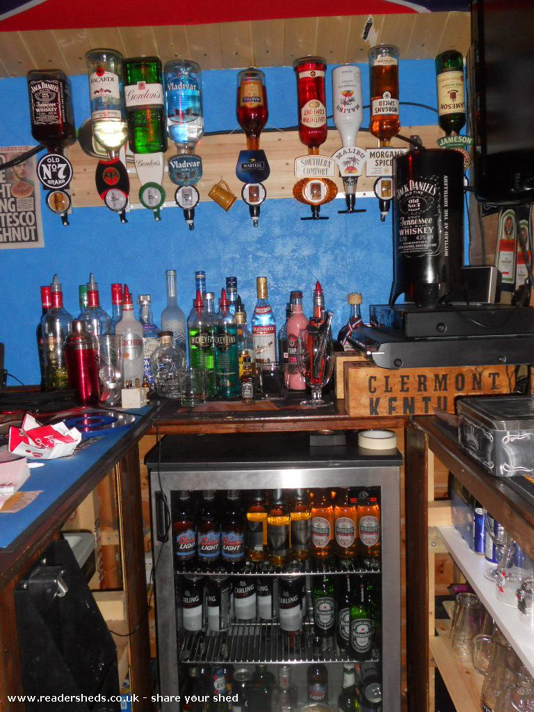 the MIDGET BAR - home of the OCTOVOD