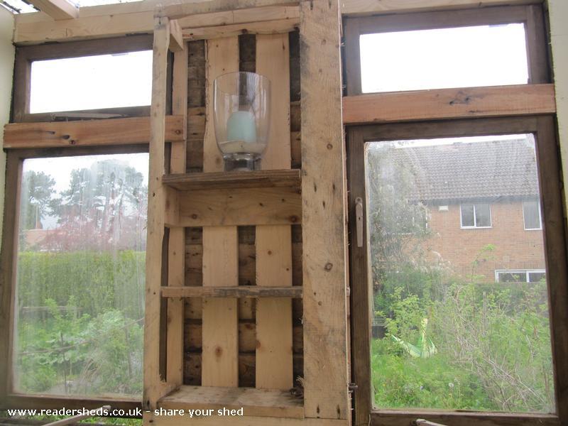Pallet summerhouse shed