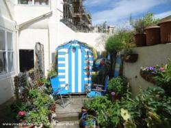 sea-chic shed - Kim Cutmore - back yard
