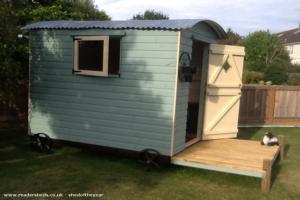 The hut - Andy hoy - Garden