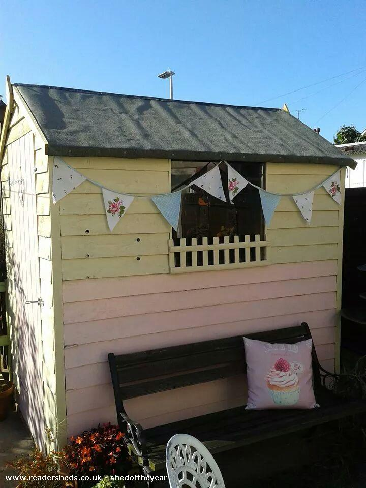 A Jolly Vintage Tea Shed! - Anne Hindle - garden