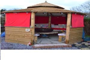 camp fire hut - Ian Killner - Back Garden