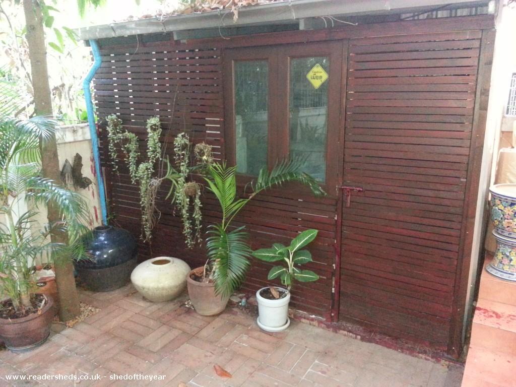 Bangkok Bombshell - Dan Hobbs - garden