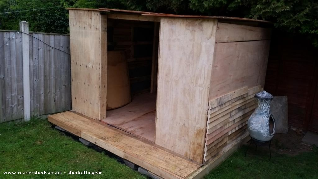 Roosters Cabin (PALLETS)