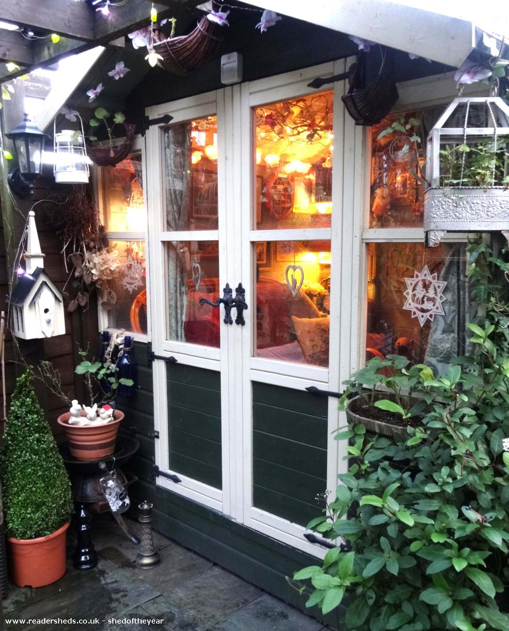 Curiosity Cottage  - Cathy Oliver-Bacon - Garden