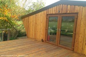 The Cow Shed - Lauretta and Philip Denton - Field/garden