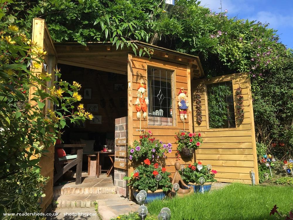 Photo of Love Shack Argentum, entry to Shed of the year-Autum view main door open