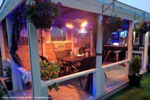 Gordon`s Bar - Paul Oliver - Garden