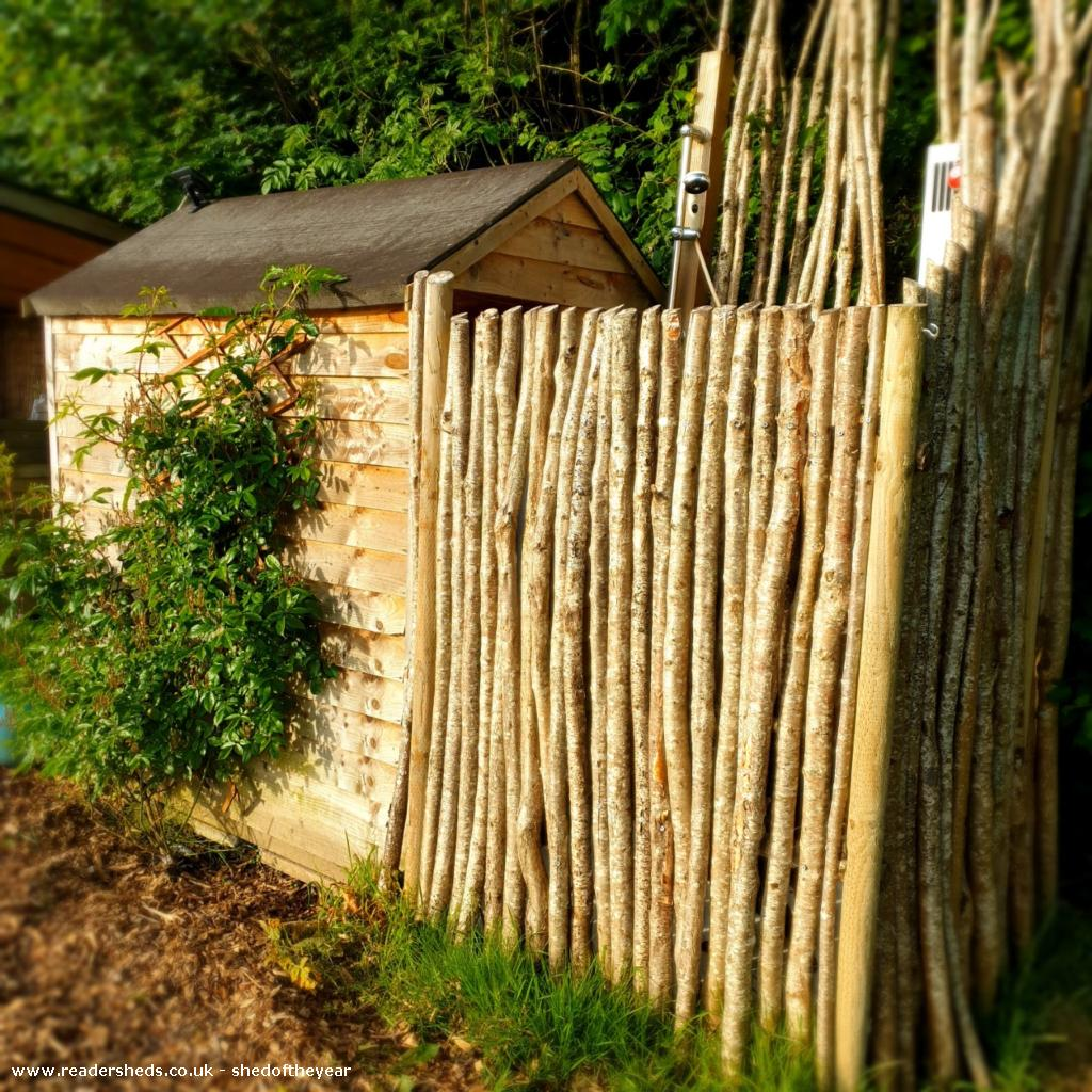 Photo of Al Fresco Shower Shed, entry to Shed of the year-Shower enclosure made from hazel