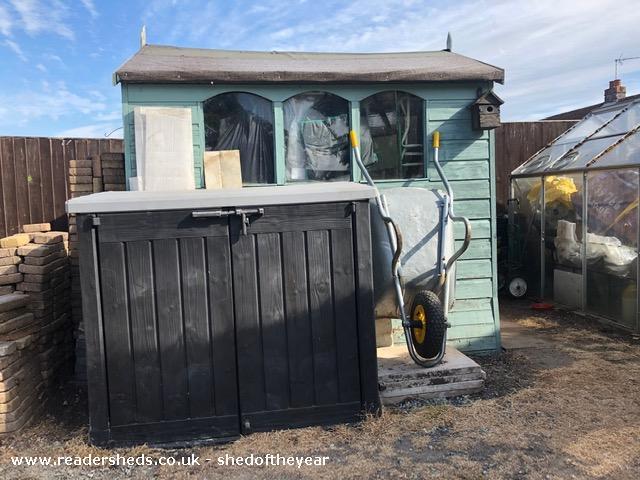 Doghouse Den