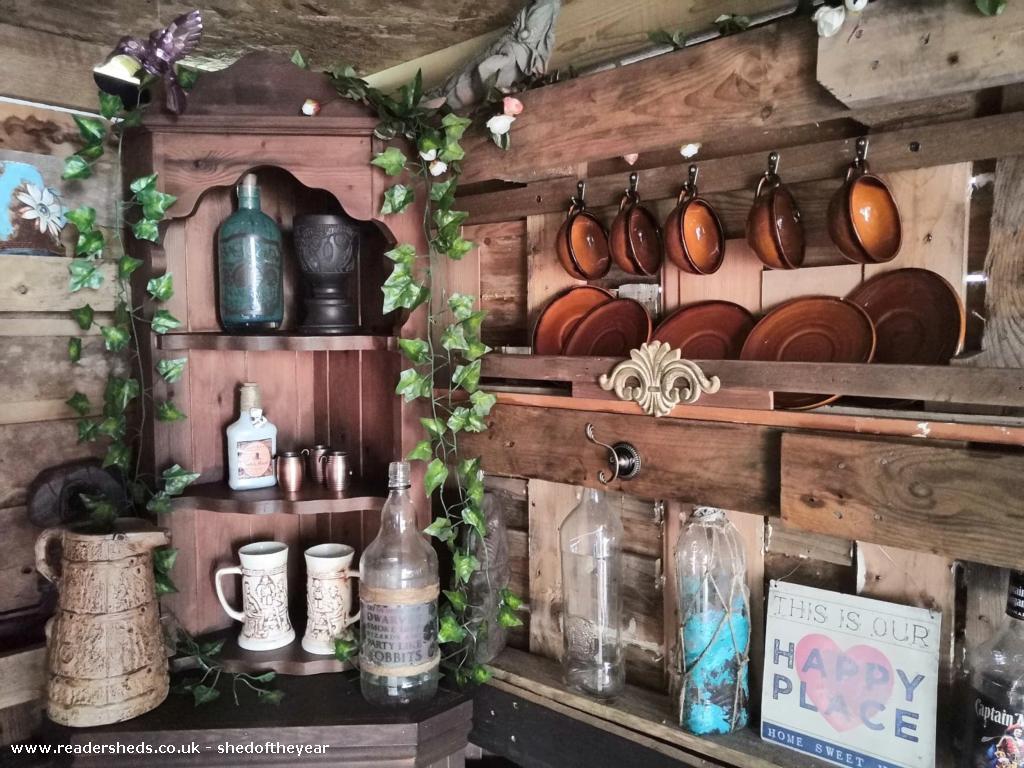 Budget Pallet Hobbit House